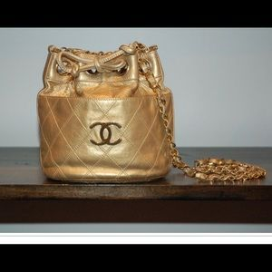 Vintage 80s Chanel gold bag